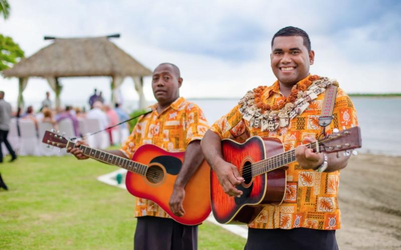 Andrea_&_Nathan___Sofitel_Fiji_Beach_-_guitarists__Copyright__Ocean_Studio_Fiji