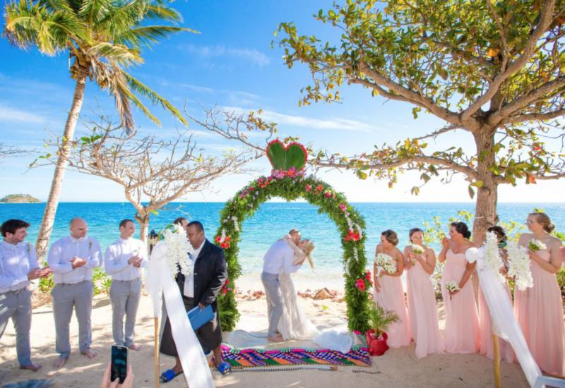 Marina_&_Michael___Malolo_Island_-_the_kiss___Copyright__Ocean_Studio_Fiji_