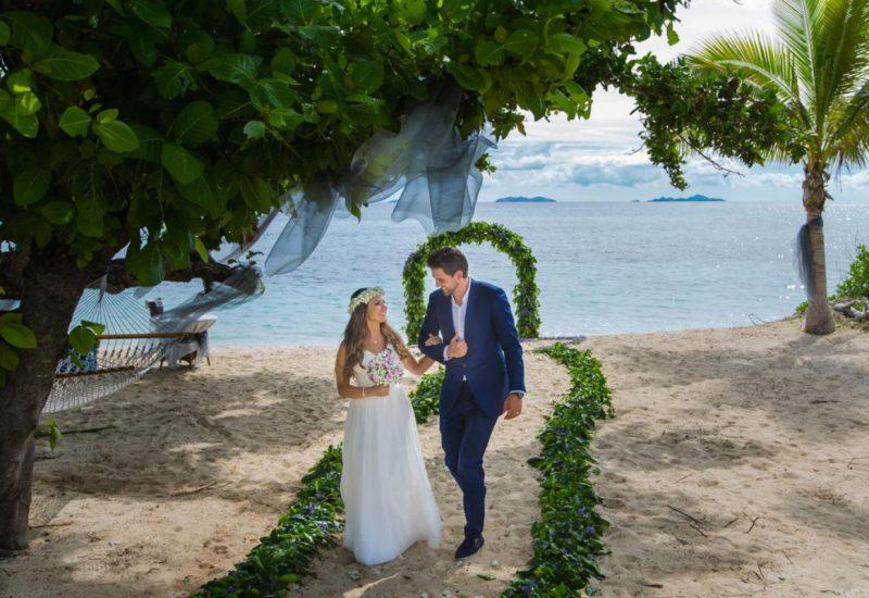 Natalie-&-Mark,-Vomo-_-Ocean-Studio-Fiji