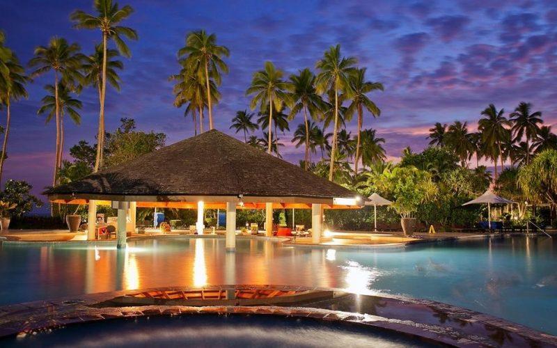naviti-pool-bar-at-naviti-resort-standard
